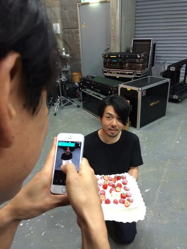 本日、サカナクション江島啓一、33歳の誕生日!おめでとう!エジー! http://t.co/TIVZebMQus