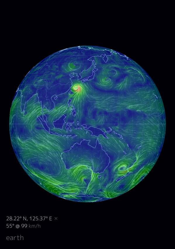 このearthというサイトで台風の動きをリアルタイムに表示できます。なかなかインパクト強いですよ。 http://t.co/DCdTcexeAR http://t.co/bZUcNVu86U