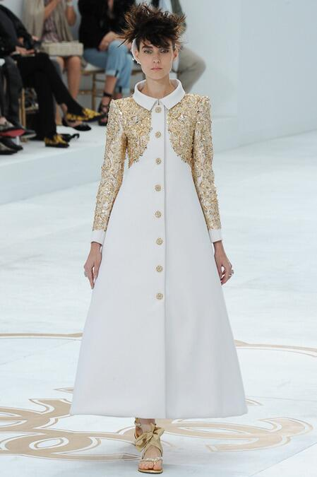 Looks from the @CHANEL #Couture via @styledotcom http://t.co/qK0lAmz733 http://t.co/HOQbeYDihr