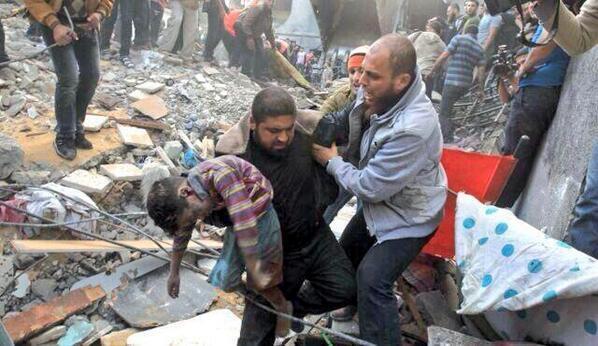 """Son muchas las fotos, terribles escenas de un Genocidio. Boicot a Israel en todo el mundo. Paren la masacre de Gaza http://t.co/dfVFGXEeFm"""""""