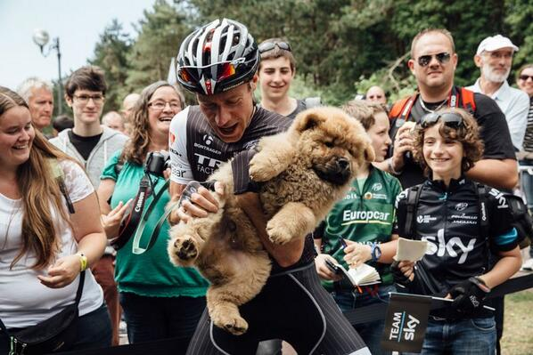 Big surprise for @thejensie this morning when this cute puppy viciously started marking its spot. (Photo @emily_maye) http://t.co/IA0uEoysO3