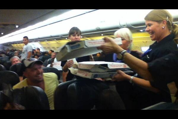 Pilot Orders Pizza for Passengers Stuck on Plane