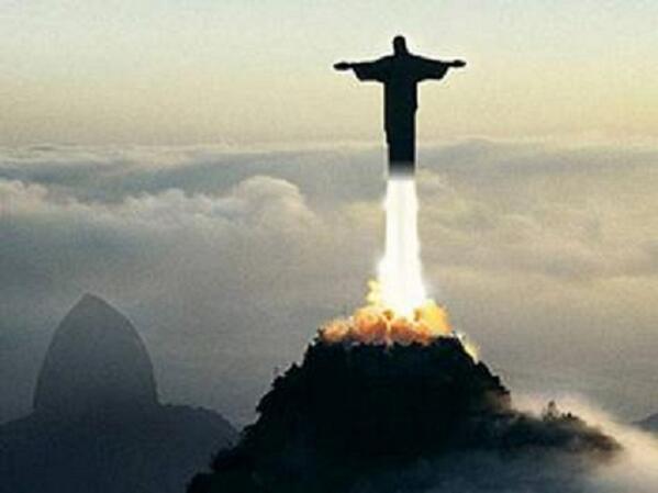 Hasta el Cristo redentor está huyendo. http://t.co/f9GxlmP0lR