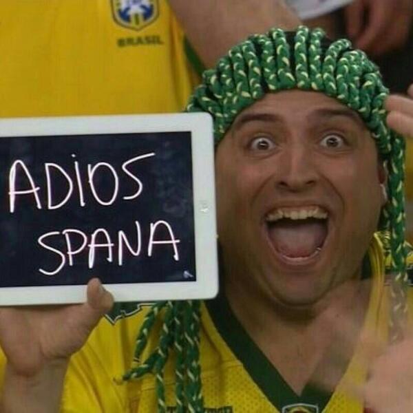Alguien conoce a este simpático aficionado brasileño? Es para devolver el saludo... #Brasil2014 #Humildad http://t.co/10qyF0uBvC