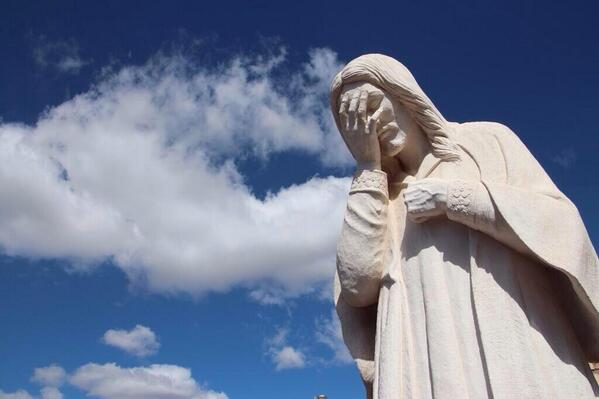 BREAKING: Live picture of Brazil's Christ the Redeemer statue http://t.co/qVwhfydUTY