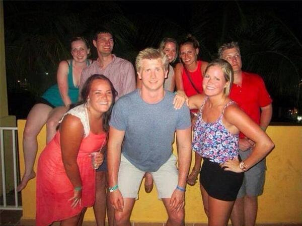 How one shoe can ruin a family picture. P http://t.co/Q9Zq6Fh6cQ