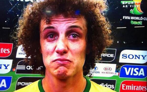'Só queria ver o povo sorrir', diz David Luiz, aos prantos, após jogo http://t.co/k97yblv0Oe http://t.co/JTvwPs5PBh