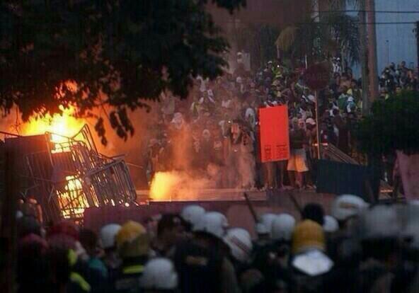 """""""@MonseTalleyrand: #8J SAO PAULO Disturbios en Sao Paulo. A coisa não é fácil. http://t.co/XMOlQvwPm8"""" ¡Que comiencen los Juegos del Hambre!"""