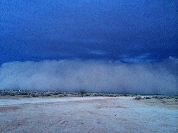 Oh boy! Massive haboob headed straight at us in Casa Grande. Moving north folks!! @monsoon2014 http://t.co/hOSVjUrZY6