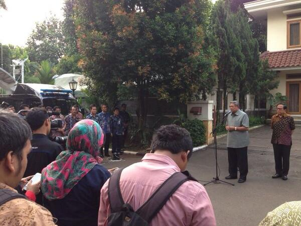 Presiden SBY ucapkan terima kasih pd seluruh rakyat Indonesia krn Pemilu Pilpres berjalan lancar, aman & tertib. http://t.co/CKulhuxPtb
