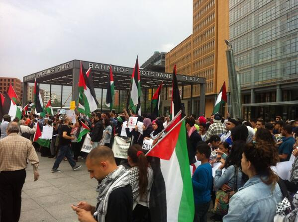 Big protest now in Berlin for #palestine #gaza. Free free Palestine. http://t.co/FivPSPVcqo