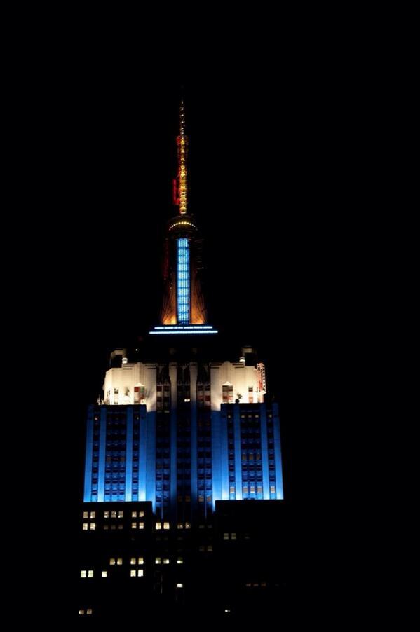 Esta noche el Empire State se ilumina con los colores de la bandera argentina en honor a la victoria contra Holanda. http://t.co/YGxyCYLmYy