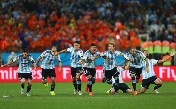"""El mejor regalo que nos podían hacer en nuestro 9 de Julio """"Día de la Independencia Argentina"""" Gracias Selección!!!!! http://t.co/tk7GU6ahmk"""