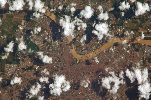 #Bordeaux, France, vue depuis la Station spatiale internationale ce 2 juillet http://t.co/5S45yJUGrB via @PC0101