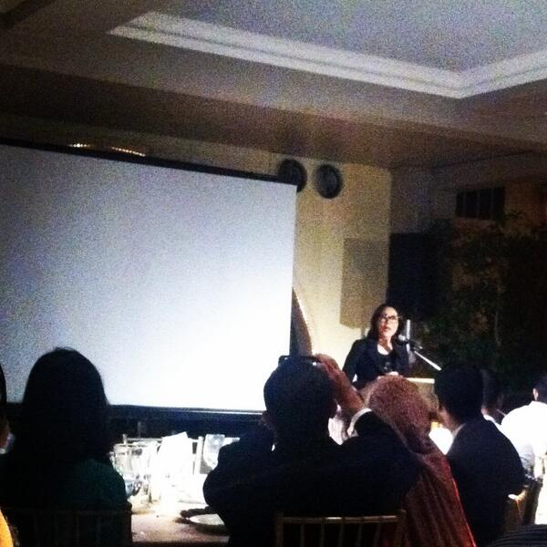 @anncurry introduces @tombettag at 1st ever #sajaiftar last night. Thx to @sajahq for hosting this wonderful event! http://t.co/fDtW1TWZji