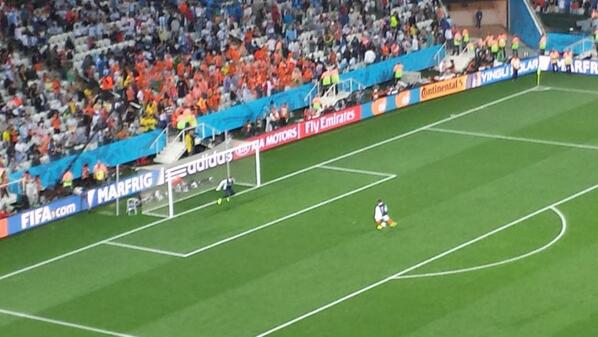 Tim Krul practicing penalties at halftime. Psychological ploy? #NED #ARG http://t.co/Zx3zTbz6ra
