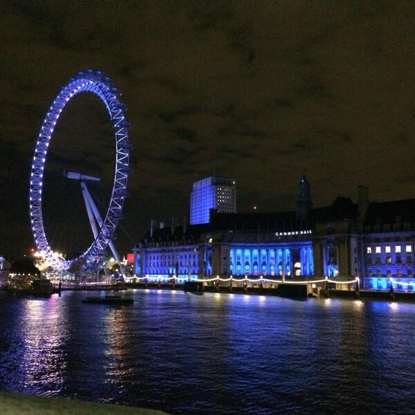 A mis amigos brasileiros que se vistieron de naranja, les mando el London Eye que está celeste y blanco. Besis http://t.co/zJSq4Rh9h0