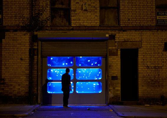 Oh wow, a jellyfish tank installed in an abandoned building--swoon! http://t.co/jrt79JKUhS http://t.co/ET7WbuF60C