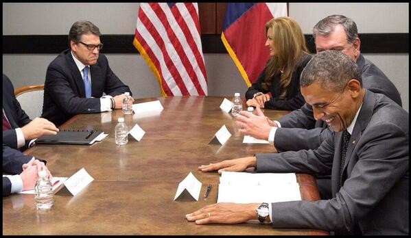 I CANNOT STOP laughing at this pic of Rick Perry looking all pissed off while Obama laughs and laughs.... #ComedyGold http://t.co/6xKWN1NchM