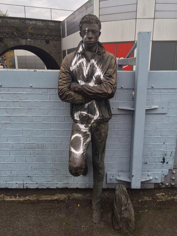Brixton station statue this morning. Wankers. cc @BrixtonBlog http://t.co/aJBvZ4kgmJ