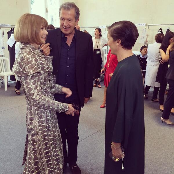 Back stage moments and smiles all round! #annawintour #mariotestino #mariagraziachiuri http://t.co/qIcoMiGbzl http://t.co/LOzWdM2jgW