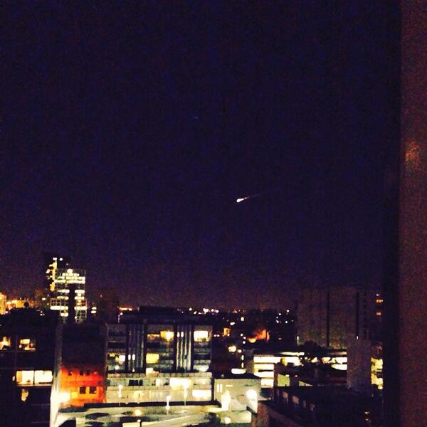 @774melbourne Not the best photo, but here's my quick snap of the #meteor over #Melbourne http://t.co/Kg70T6NrVN