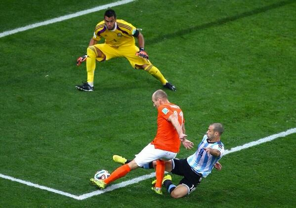 Argentinas Javier Mascherano on THAT match saving moment v Holland: I opened my anus tackling Robben (!!!)