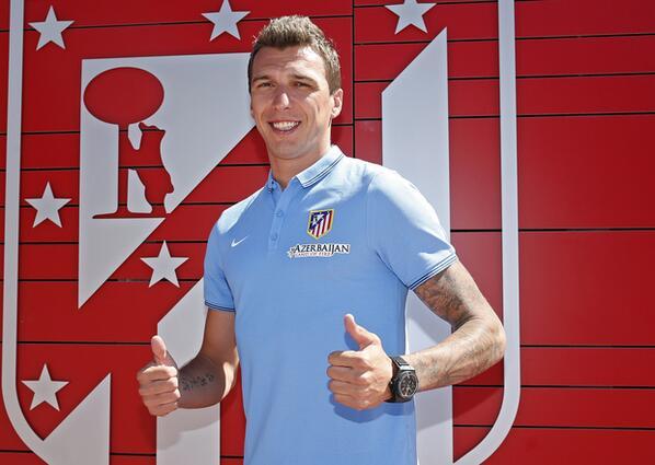 Mandzukic assinou contrato de 4 anos com o At. Madrid. O atacante, ex-Bayern, foi apresentado hj no time espanhol http://t.co/ApLS72GVUM