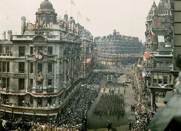 This impressive #ThrowbackThursday picture is of Knightsbridge celebrating the end of the Second World War http://t.co/awv5UyuNam