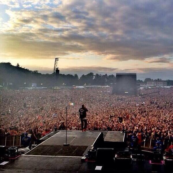 Fantastic pic of @macklemore tonight. courtesy of @ActuallyKillian http://t.co/I78gqKFype