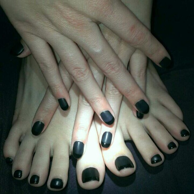 Just got my nails done and they look awesome!! http://t.co/ZQciJYuDpY