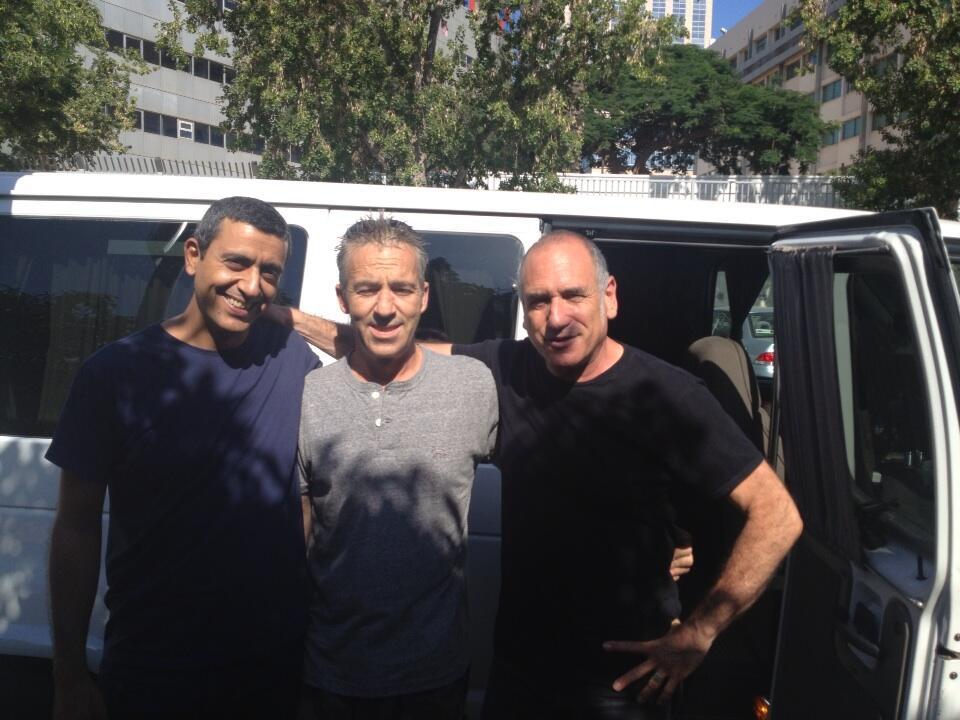 דויד ברוזה והצוות, החלוץ בירידה לדרום הארץ. צילום: טויטר רשמי