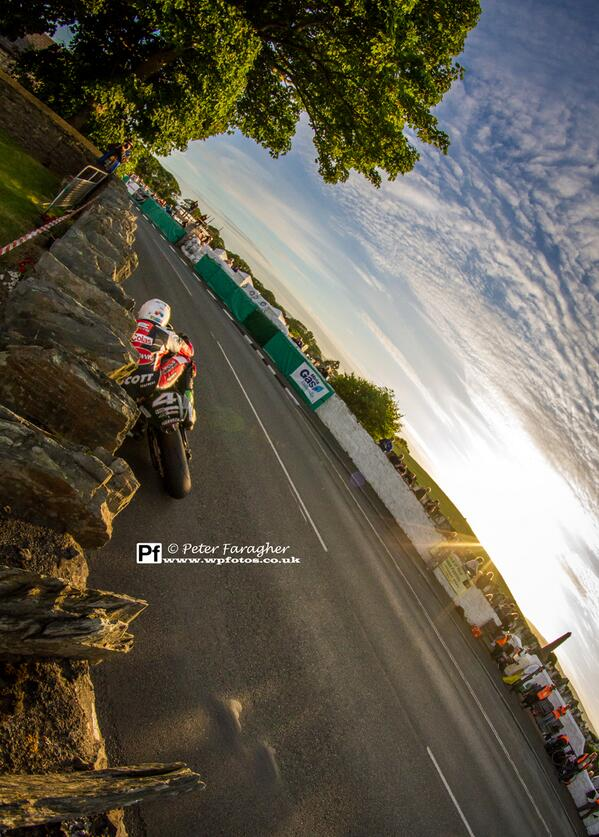 [Road Racing] Southern 100 2014 - Page 3 BsQ3XsKCIAAAVc2