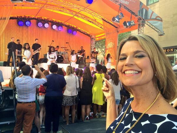 "@SavannahGuthrie: ""Look it's @FifthHarmony!"" @TODAYshow #5HTODAY #FifthHarmony http://t.co/Gqs5IUxzTJ"