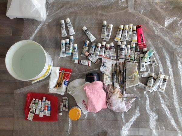 荒井良二 展覧会「イノチダモン」いよいよ明日からです。現在ギャラリーでは荒井さんが追加で作品を描いております!なお、会場では同名の絵本を先行販売します。皆様ぜひ足をお運びくださいhttp://t.co/15BywEMSaw http://t.co/8JEHNfyNJQ