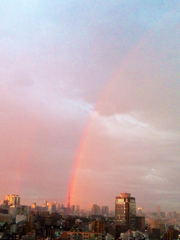 虹が東京タワーから発生した瞬間を田舎者がお送りします。 http://t.co/Y3hmRgk5tb