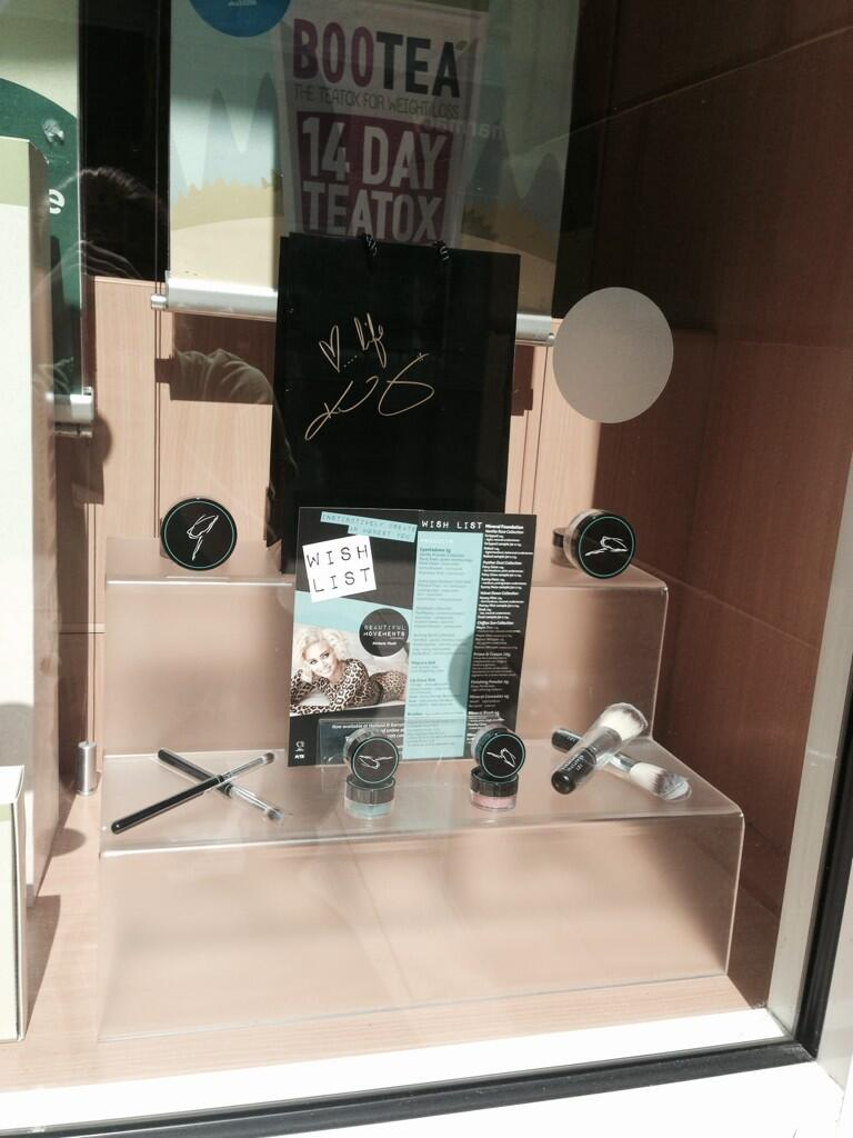 RT @hbgfort: Come in and check out our brilliant range of @BMcosmetics @KimberlyKWyatt mineral make up. Spend £20 get a signed bag http://t…