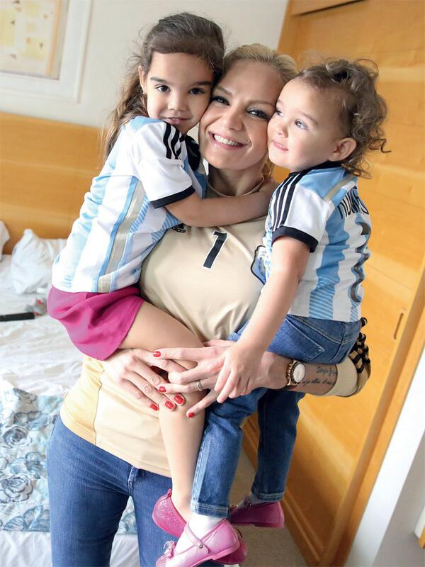 Picture of Sergio Romero Daughters & Wife, called Yazmin, Chloe and Eliana