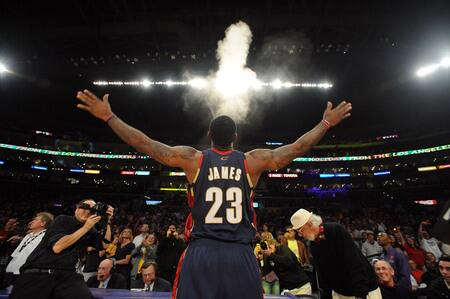 BREAKING: LeBron James is going back to Cleveland. (via @SInow) http://t.co/uwuIk6ddhS
