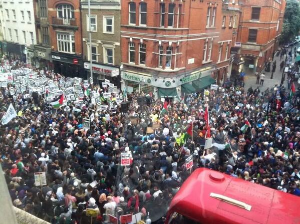 Huge protest in #London in support of Palestinians under Israeli attacks #GazaUnderAttack #Palestine http://t.co/DpOnObK7B1