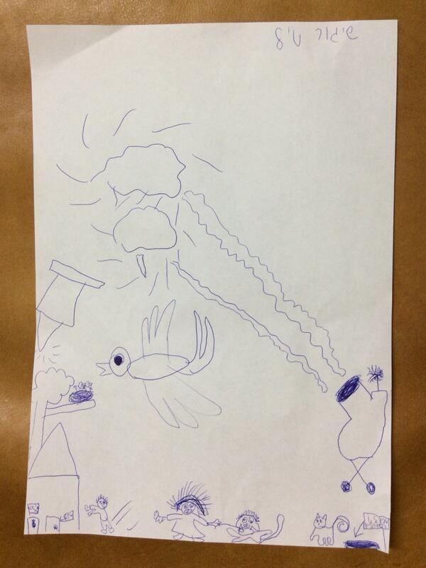 女儿三天里两次眼见导弹拦截火箭弹。今天下午看见同时拦截两枚。这是她的涂鸦:她想像的拦截导弹发射架,导弹白色的尾烟,一只鸟想保护她的小鸟,惊惶的人和狗,右下猫旁边箭头旁写着:猫的掩体 http://t.co/RSUhDrjc4E