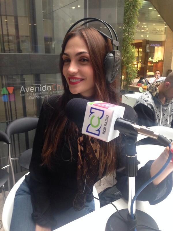 Ella es @nataliabetanc4 la colombiana que deslumbró a @rihanna en el Mundial @ElTrenRCN http://t.co/xqEuiNoCVN