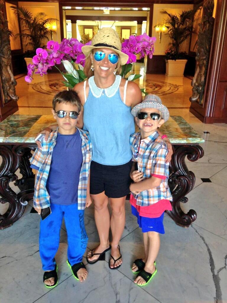 Twitter / britneyspears: Brunch with my boys! 👬 ...