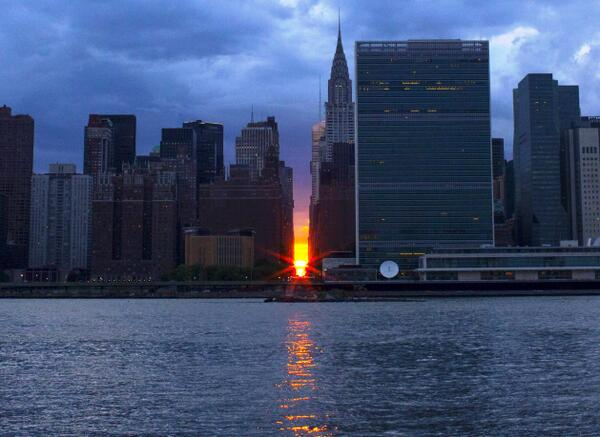Take one #Manhattanhenge sunset, add a #Supermoon, and what do you get? #Moonhattanhenge! http://t.co/gbcoYK3wPh http://t.co/716zEFvNg2