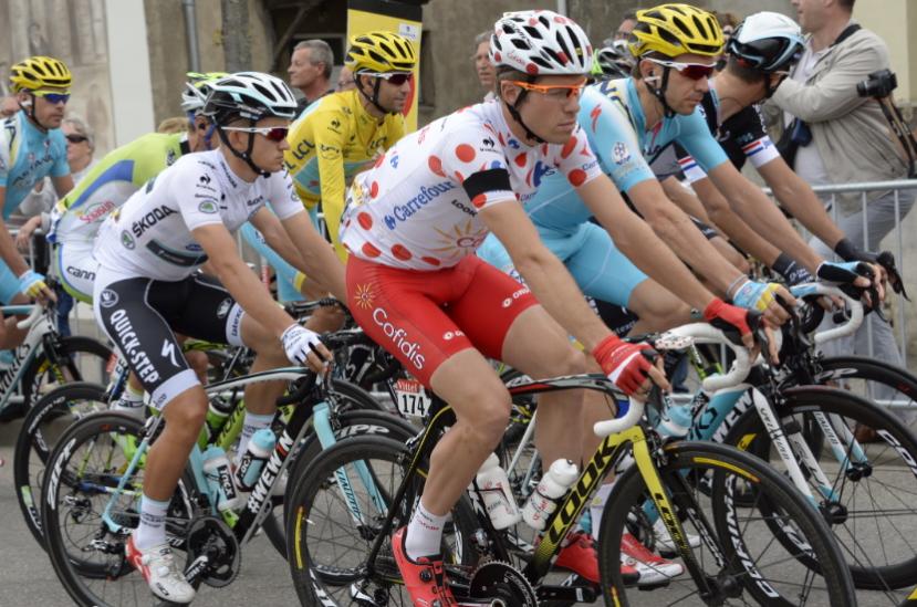 Le tour de france on twitter certains coureurs portent for Portent en espanol