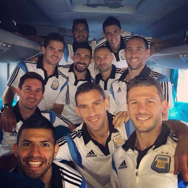 La banda llego a Río con la ilusión intacta!!! Vamos Argentina http://t.co/adcDKi0DgO