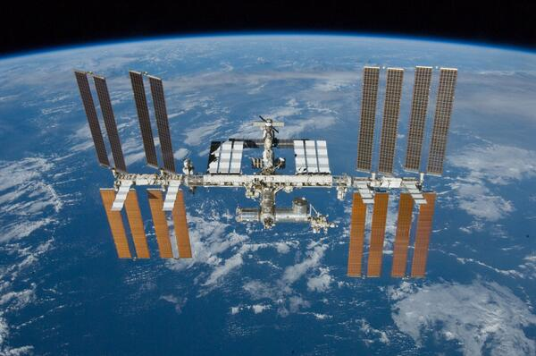 Today marks 5,000 consecutive days of humans living & working aboard the International Space Station. #ISS http://t.co/IRrxU0j5z0