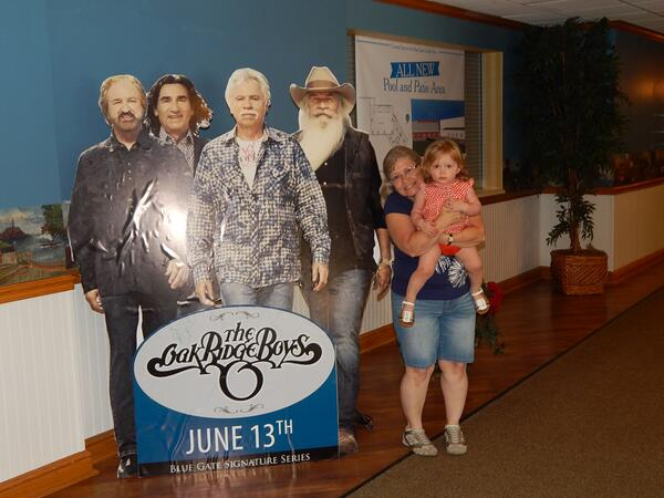 The granddaughter and I having our photo op with the @oakridgeboys in Shipshewana, IN at the #BlueGateGardenInn... :) http://t.co/iR9XKAT1bc