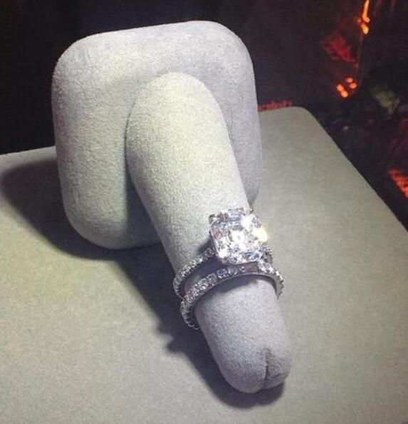 The Poke on Twitter Worst engagement ring presentation idea in the