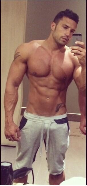 Bareback gay la salle de musculation entre modles sexy
